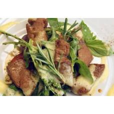 Kalbsleberstreifen auf salat mit Parmesan