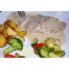Kalbsrückenmedaillons in Gorgonzolasauce mit Beilage (Rosmarin Kartoffeln und Gemüsen)