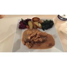 Rumpsteack vom Grill in Champignonssauce mit Beilage (Rosmarin Kartoffeln und Gemüsen)